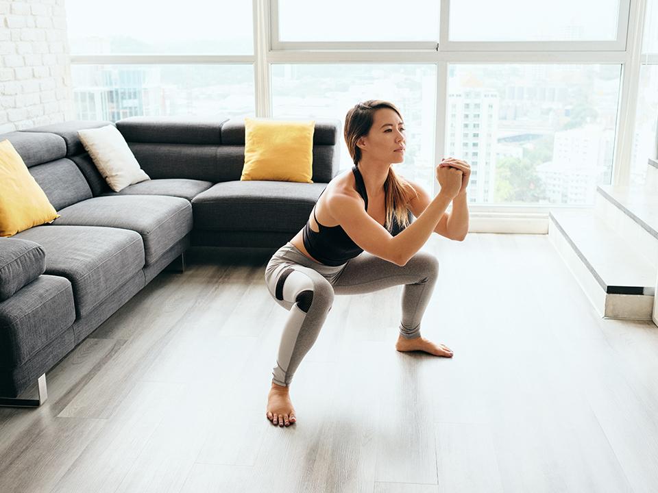 5 ejercicios básicos para hacer en casa y mejorar tu forma